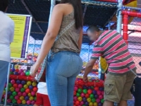 Bubble Butt In Pocketless Jeans