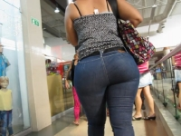 Big Butt At The Mall